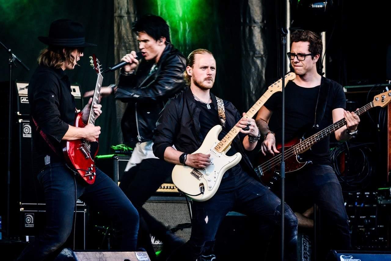 Rockband auf Bühne